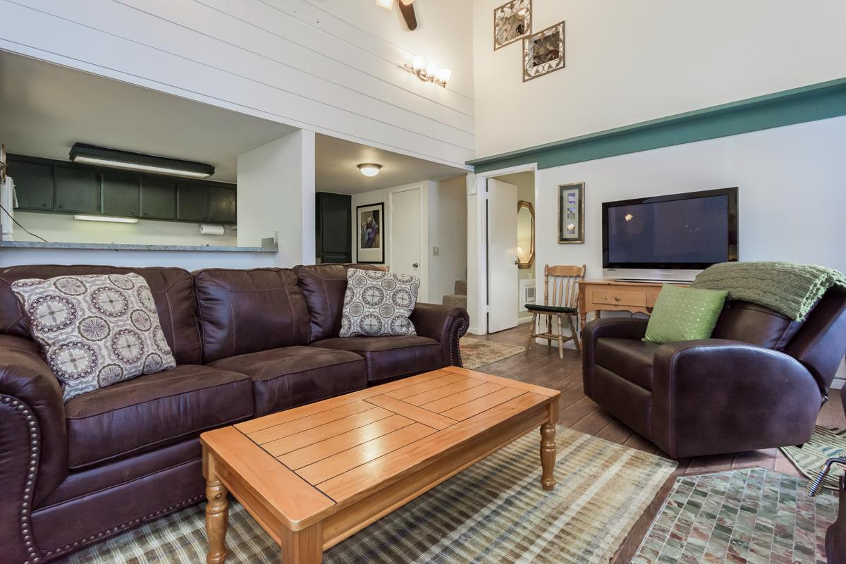 Newly Remodeled Downtown Condo with Shared Hot Tub