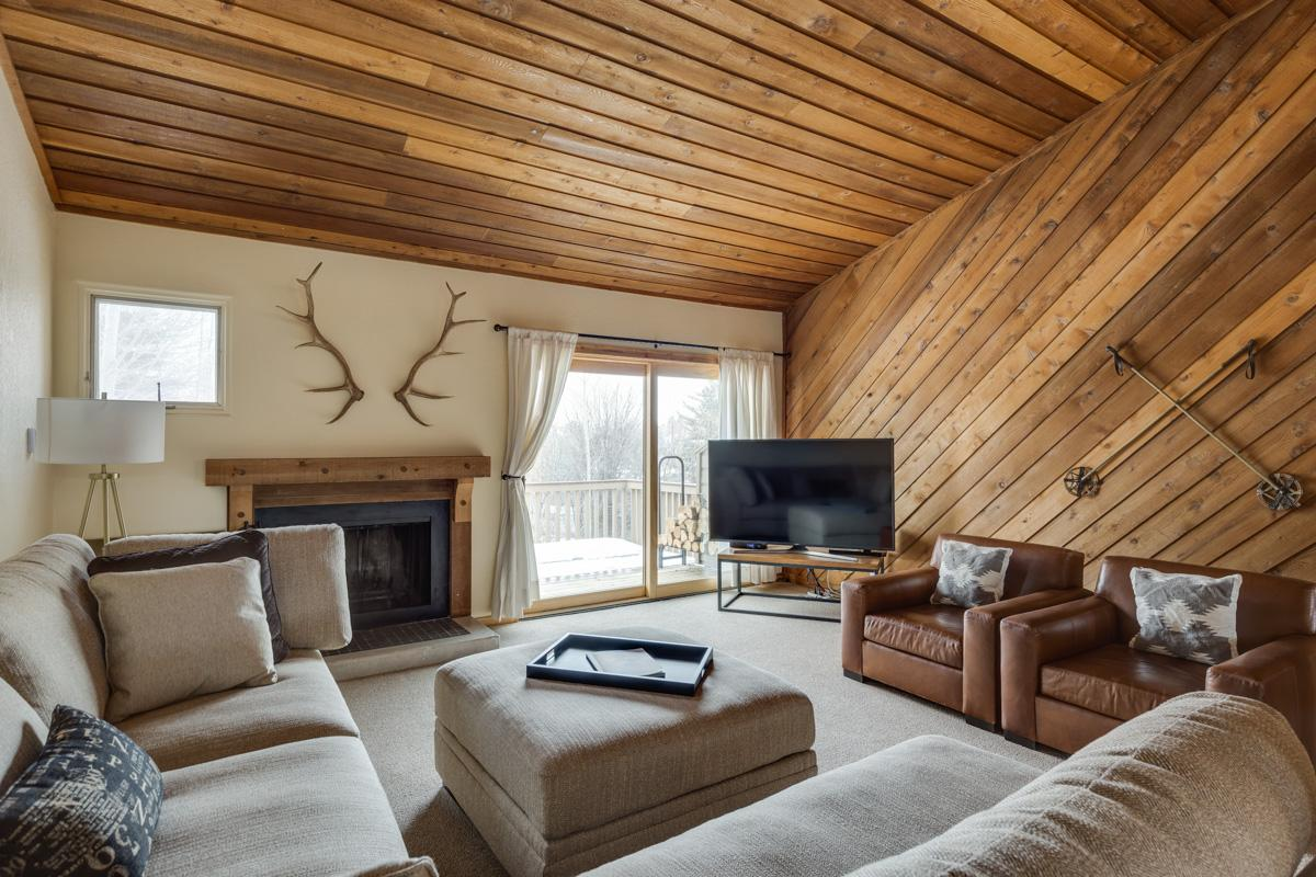 Updated Condo with Lodge Decor and Elkhorn Amenities