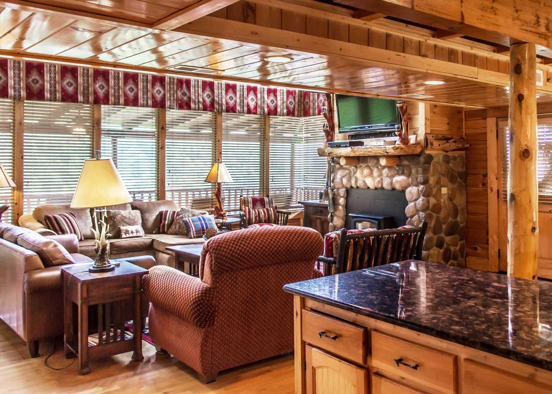 Expansive Cabin with Tiered Decks and Panoramic View