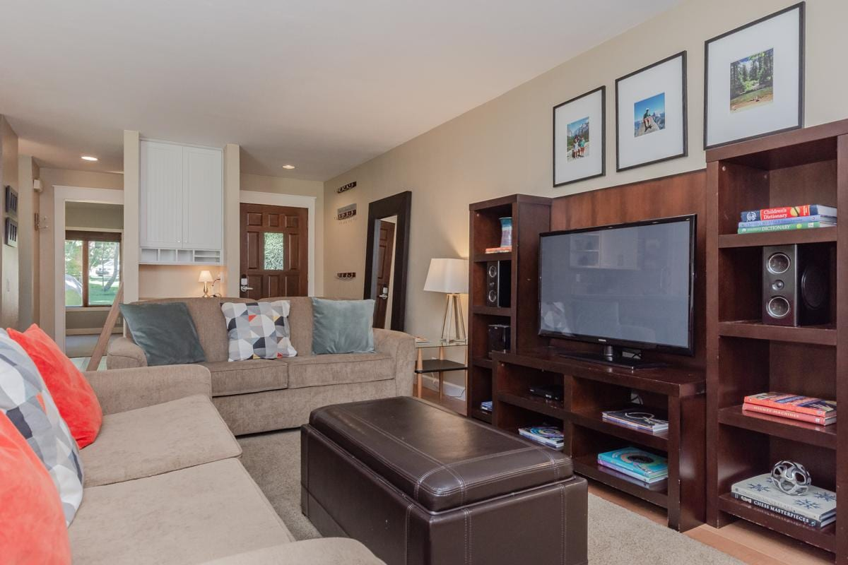 Updated Condo on Shuttle Route with Clubhouse Amenities