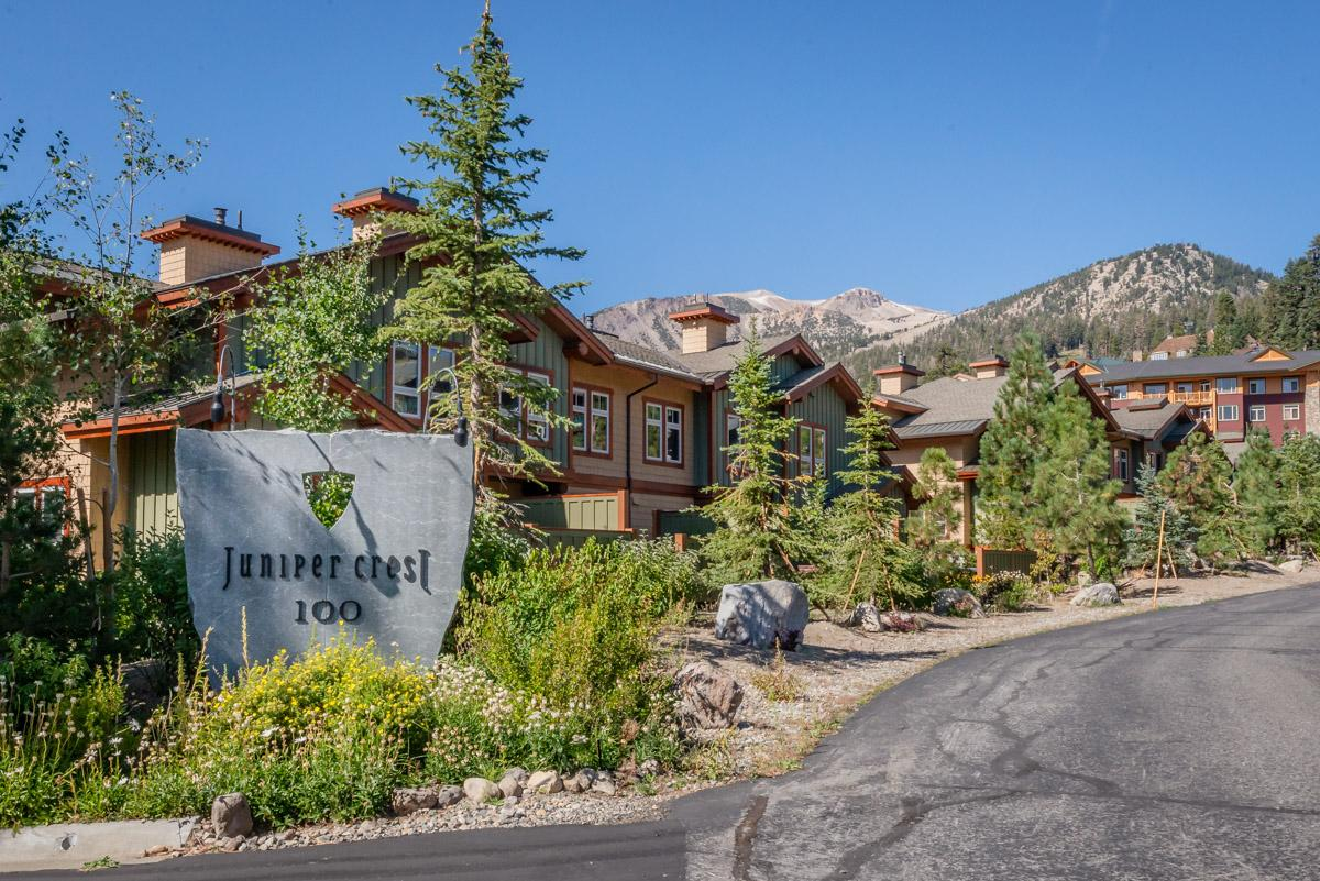 Stylish Townhouse with private Hot Tub and Mountain Views