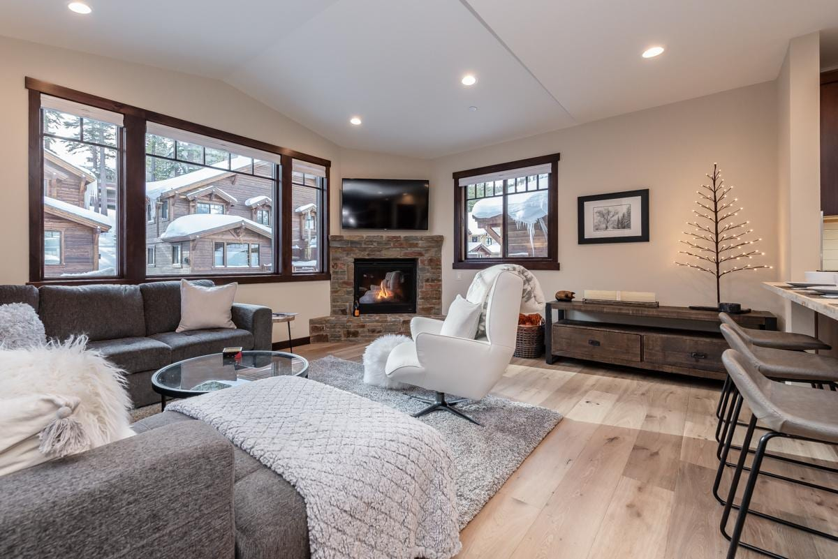 Modern Condo with Private Hot Tub, Steps from Chairlift and Canyon Lodge