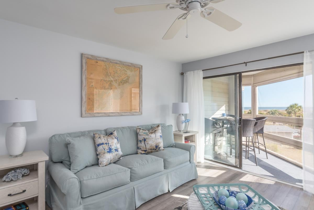 Charming Beach-Front Condo with Clubhouse Amenities