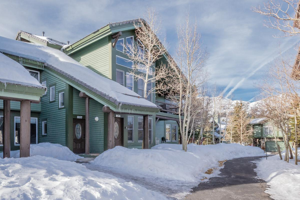 Property Image 1 - Light-filled condo with mountain views and resort amenities