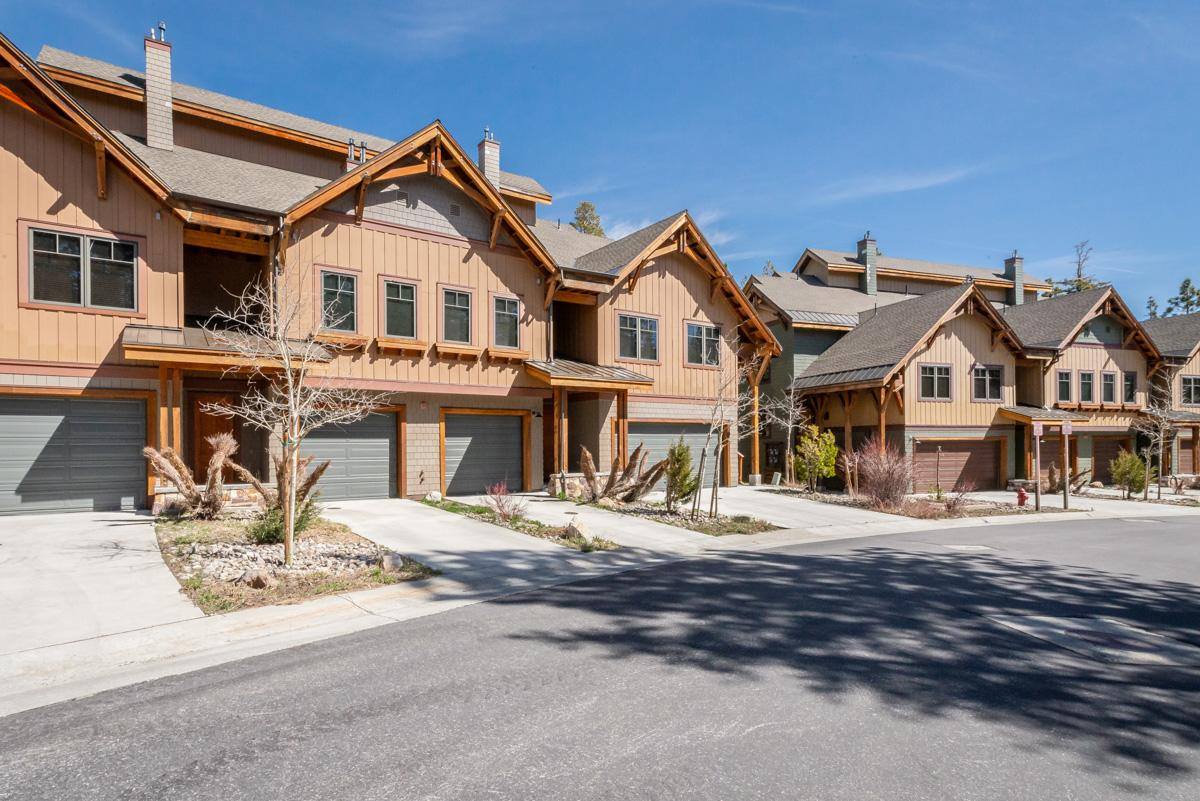 Stylish Townhome on Golf Course Near Skiing at Village