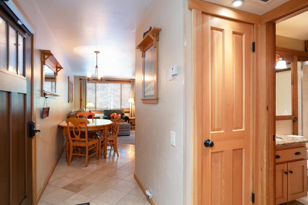 Tahoe Condo with wooded views, close to Village