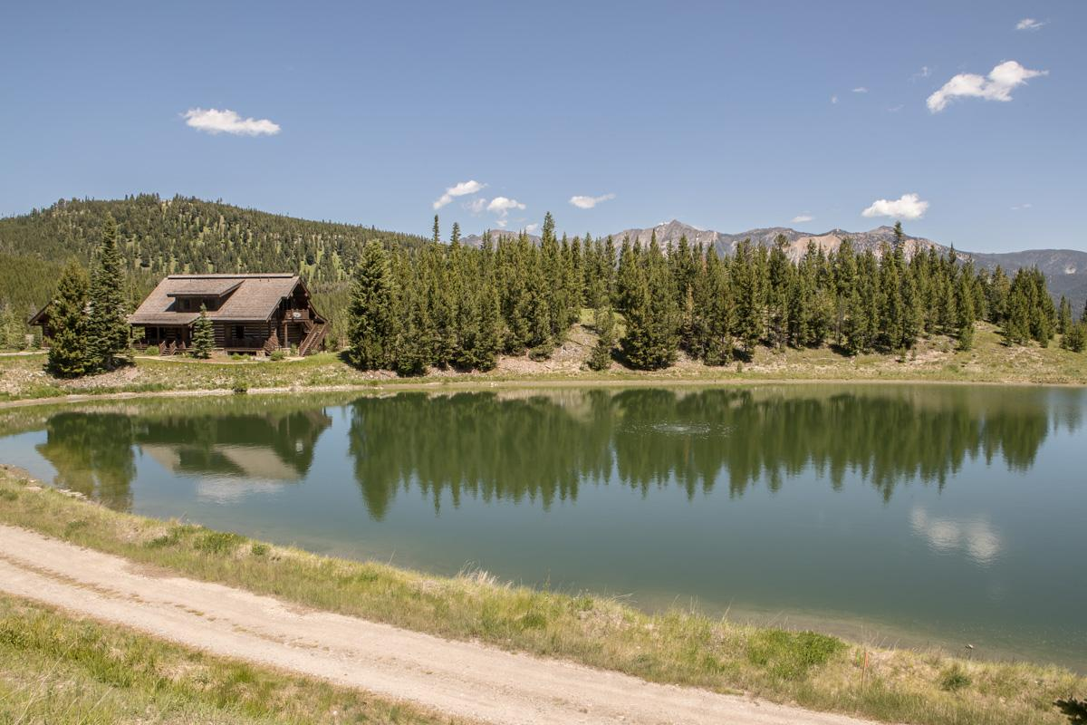 Ski Accessible Spanish Peaks luxury lakeside cabin, with private hot tub and amazing views