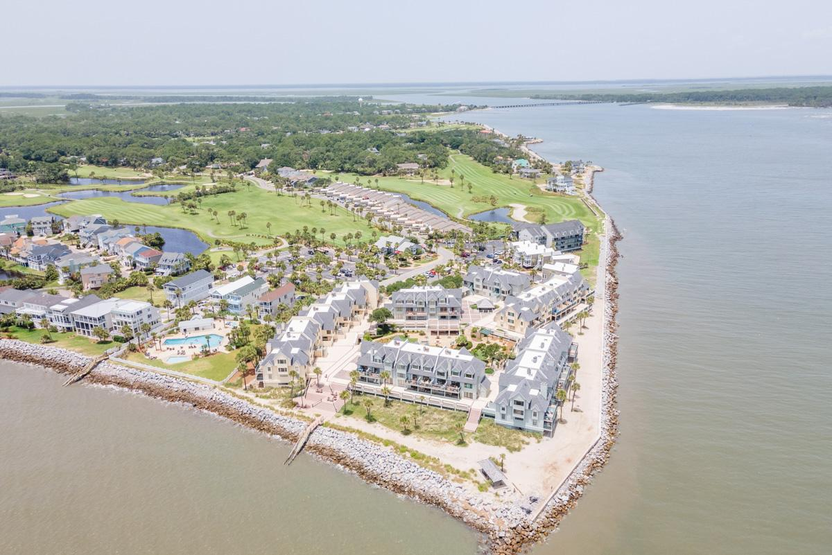 Bright 2-bedroom villa, with spectacular views and access to Fripp Island amenities