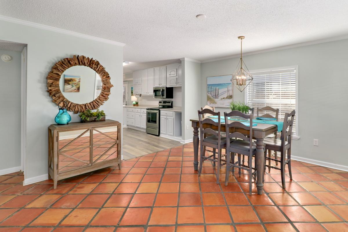 Charming  bungalow on the South End of Tybee Island; short walk to the beach