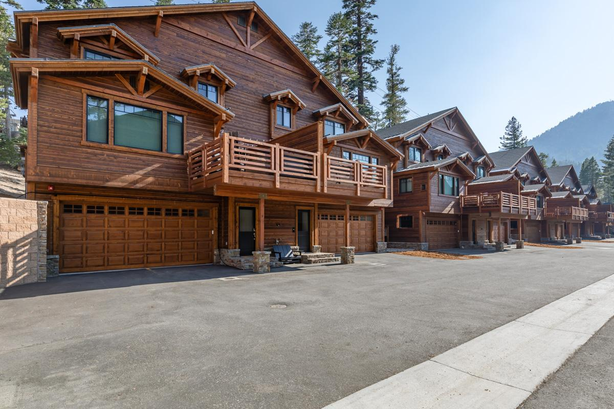Lovely Mountain Townhome with hot tub