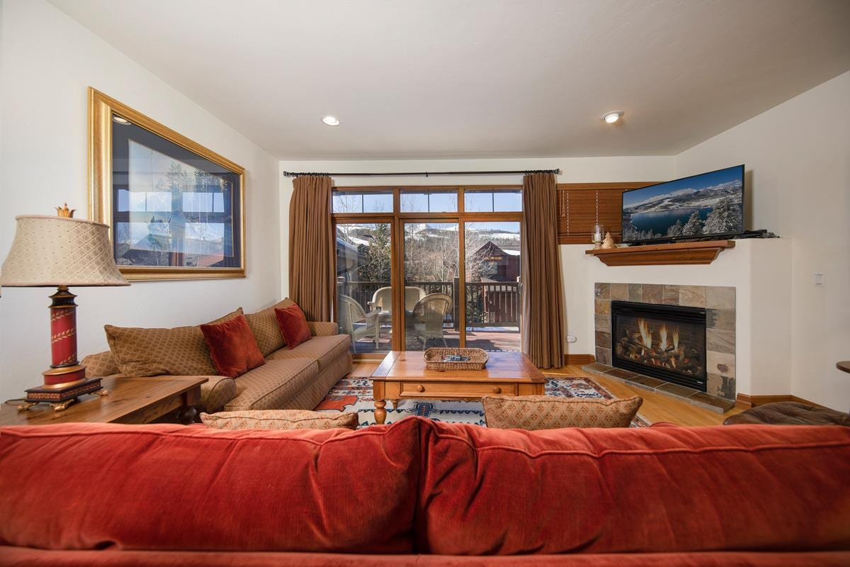 Property Image 1 - Cozy townhome with ski shuttle access and hot tub