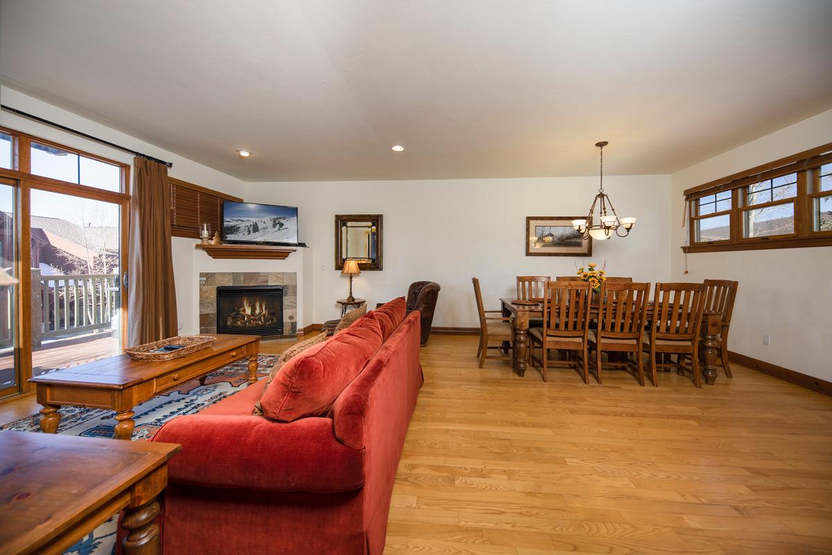 Property Image 2 - Cozy townhome with ski shuttle access and hot tub