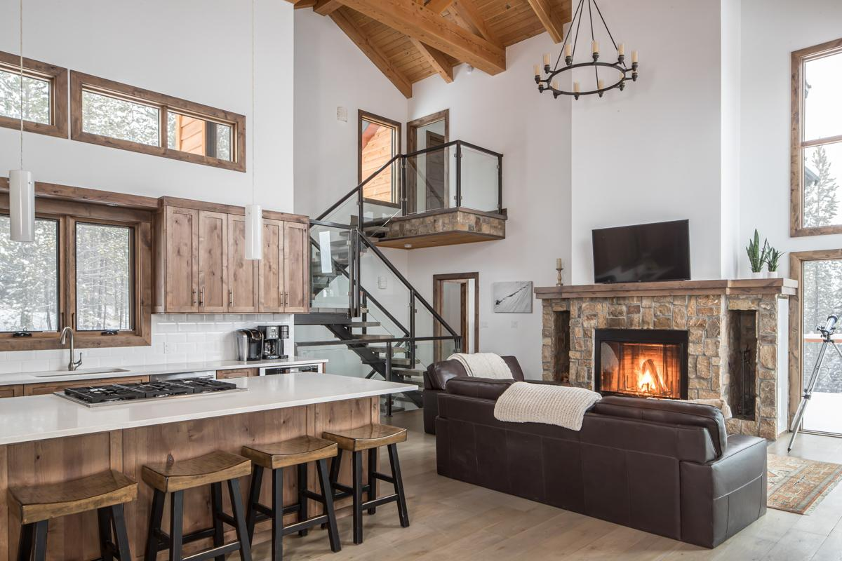 Luxe Custom-Built Cabin in Spanish Peaks with Hot Tub