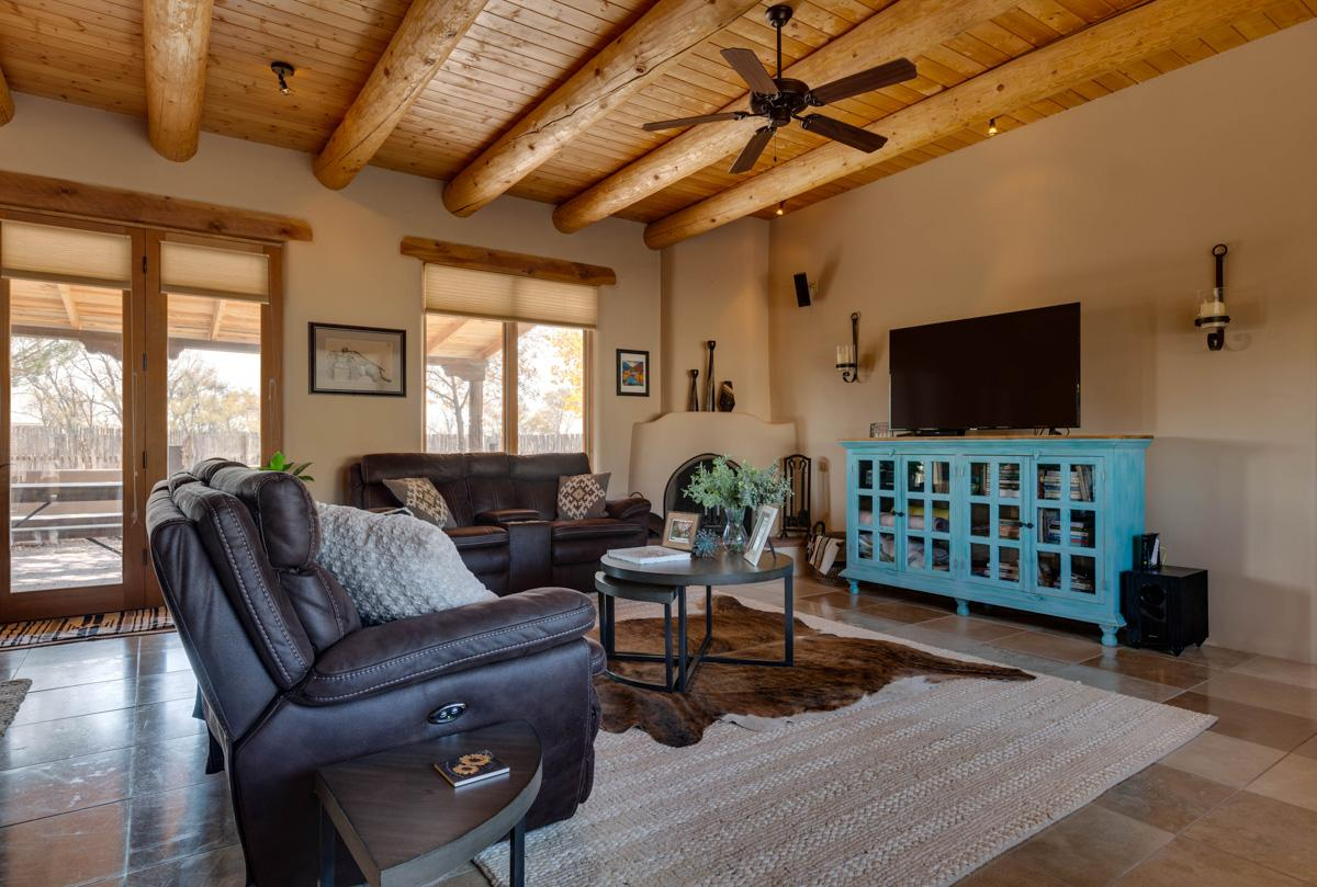Impressive adobe home with stunning 360-degree mountain views, in proximity to Taos