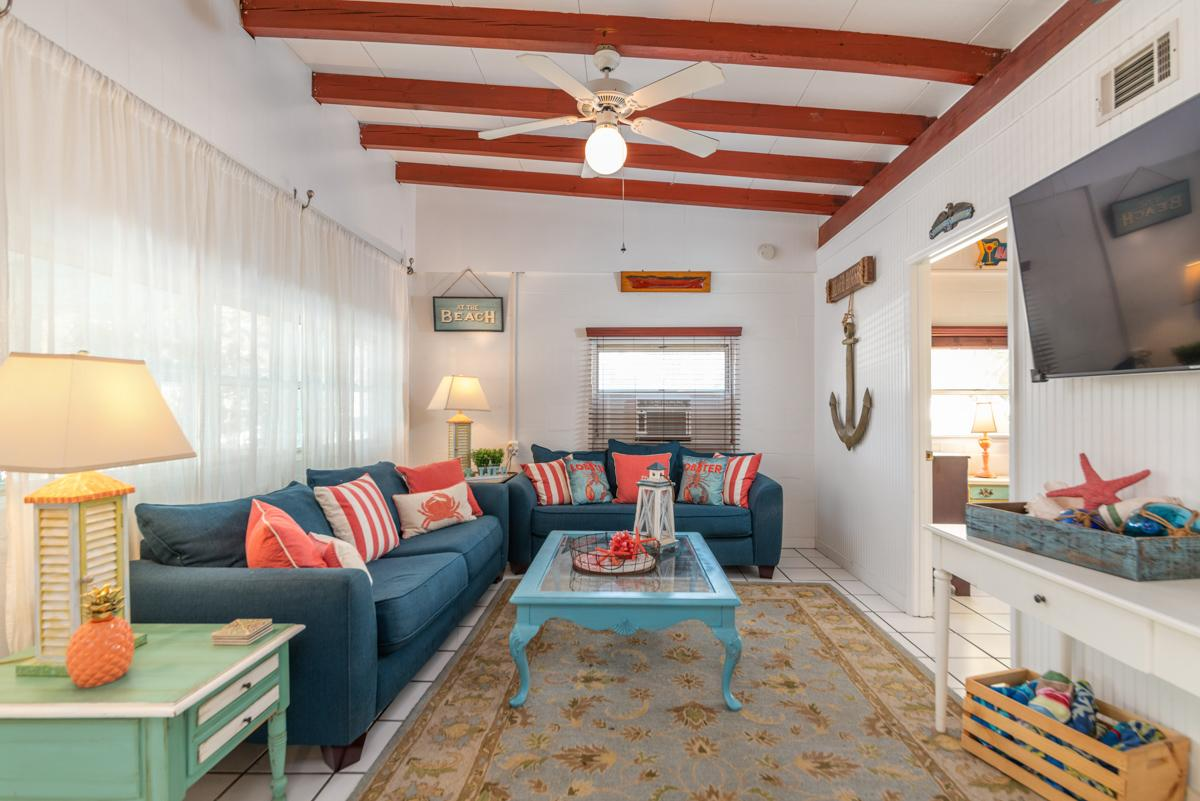 Property Image 2 - Cozy mid-island beach cottage with wifi and screened-in porch