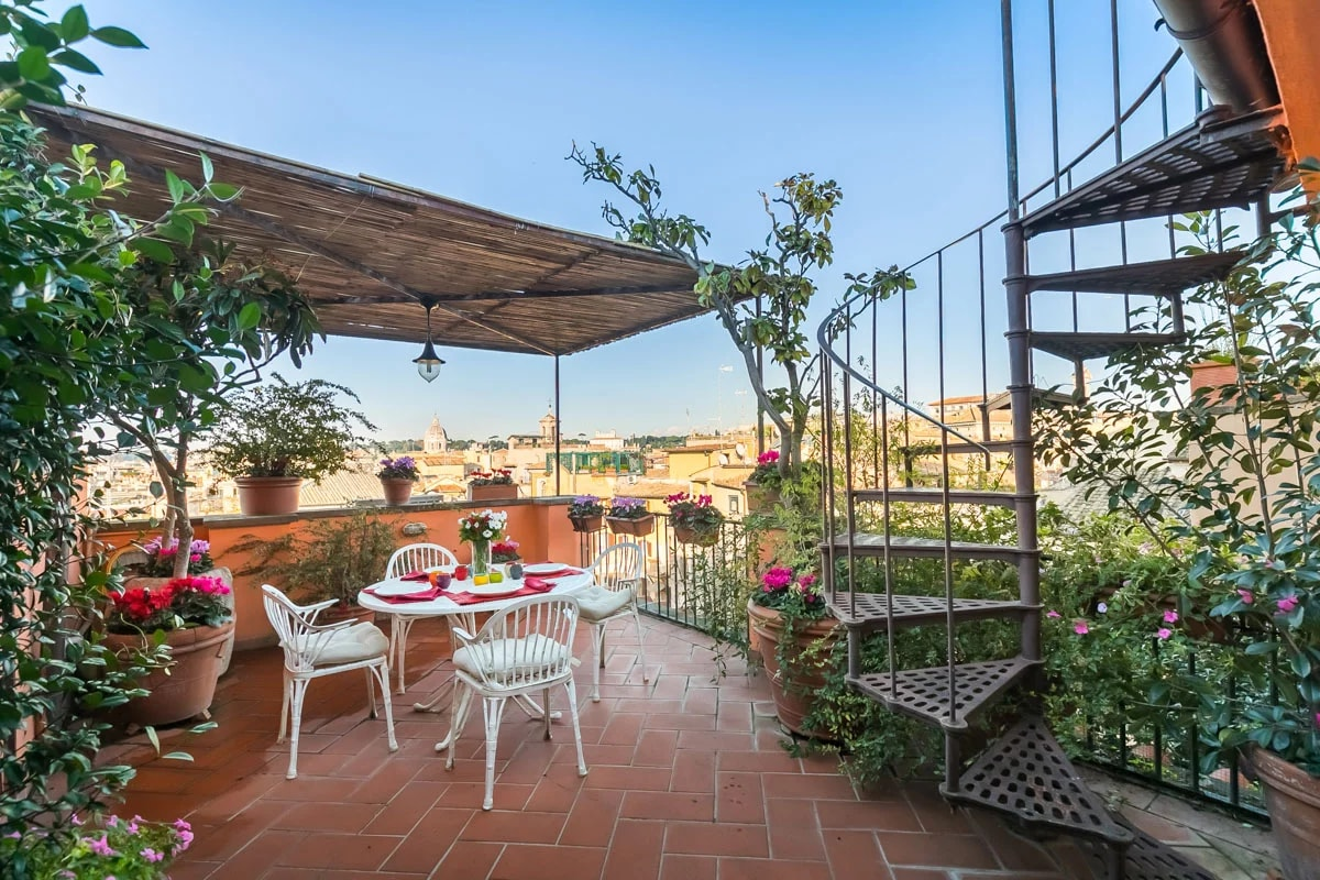 Luxurious Roman Home with Large Terrace near the Pantheon