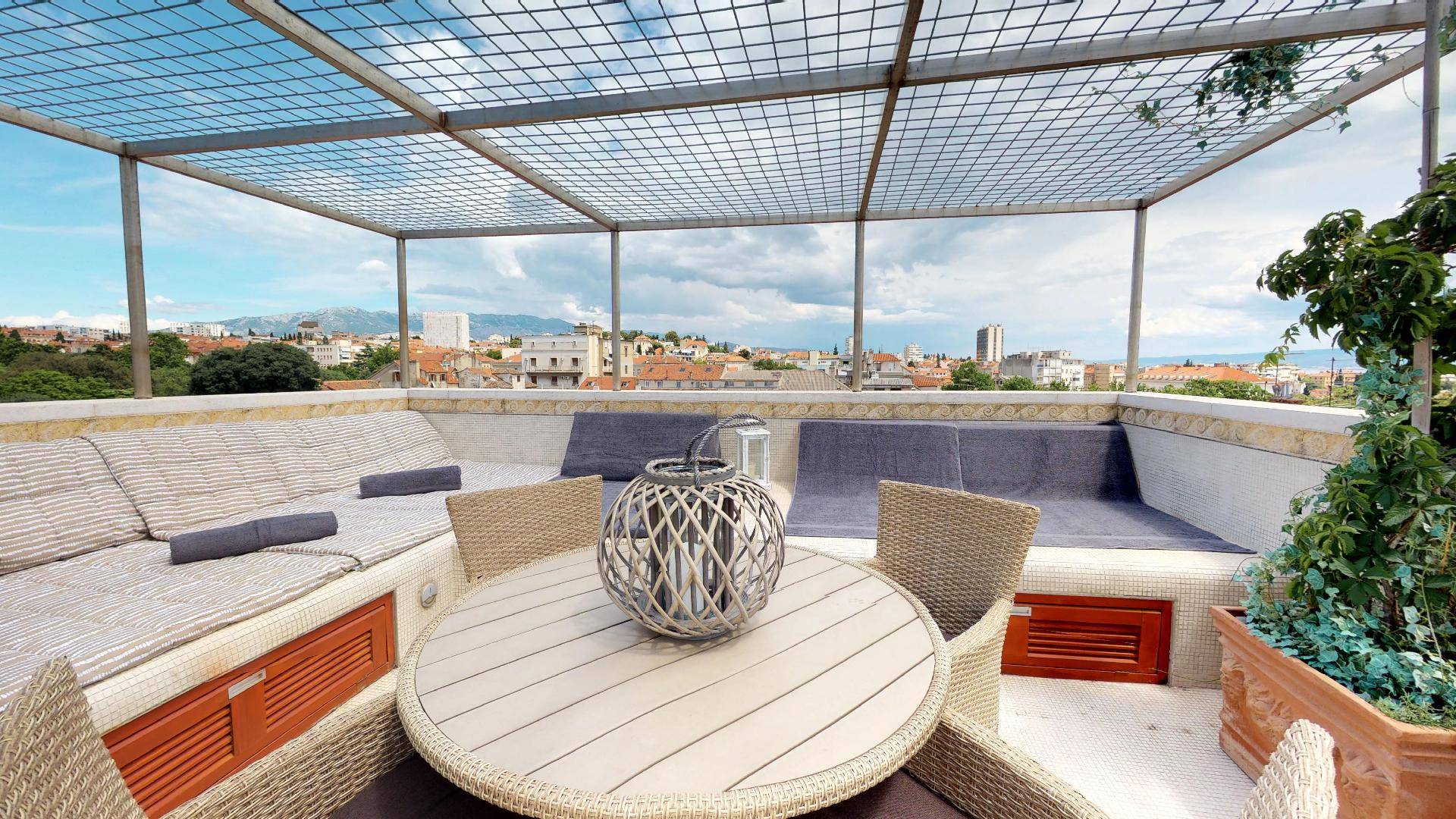 Unique duplex penthouse apartment with rooftop terrace in the heart of the palace