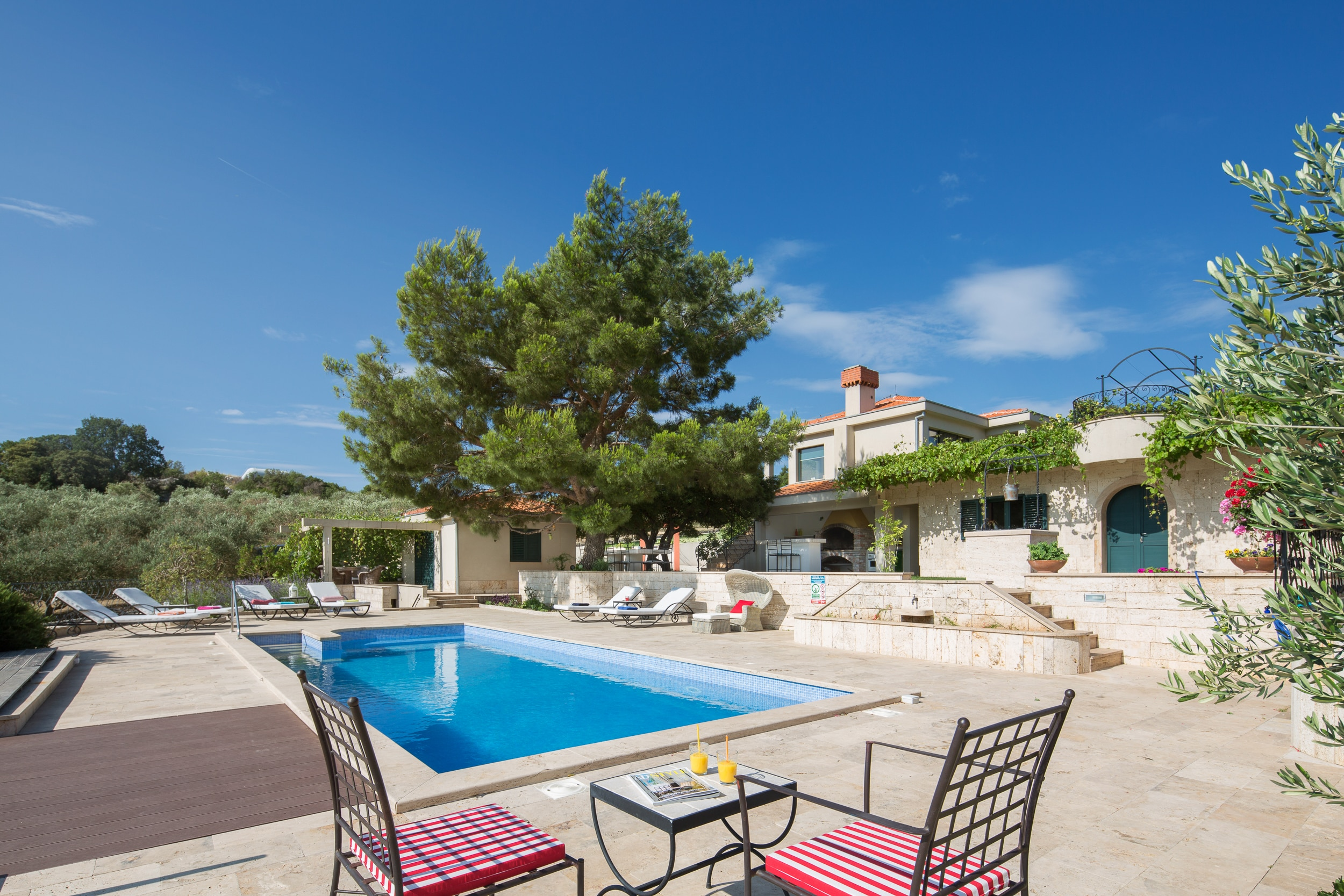 Property Image 2 - Picturesque Estate Surrounded by Olive Groves Perfect for Events