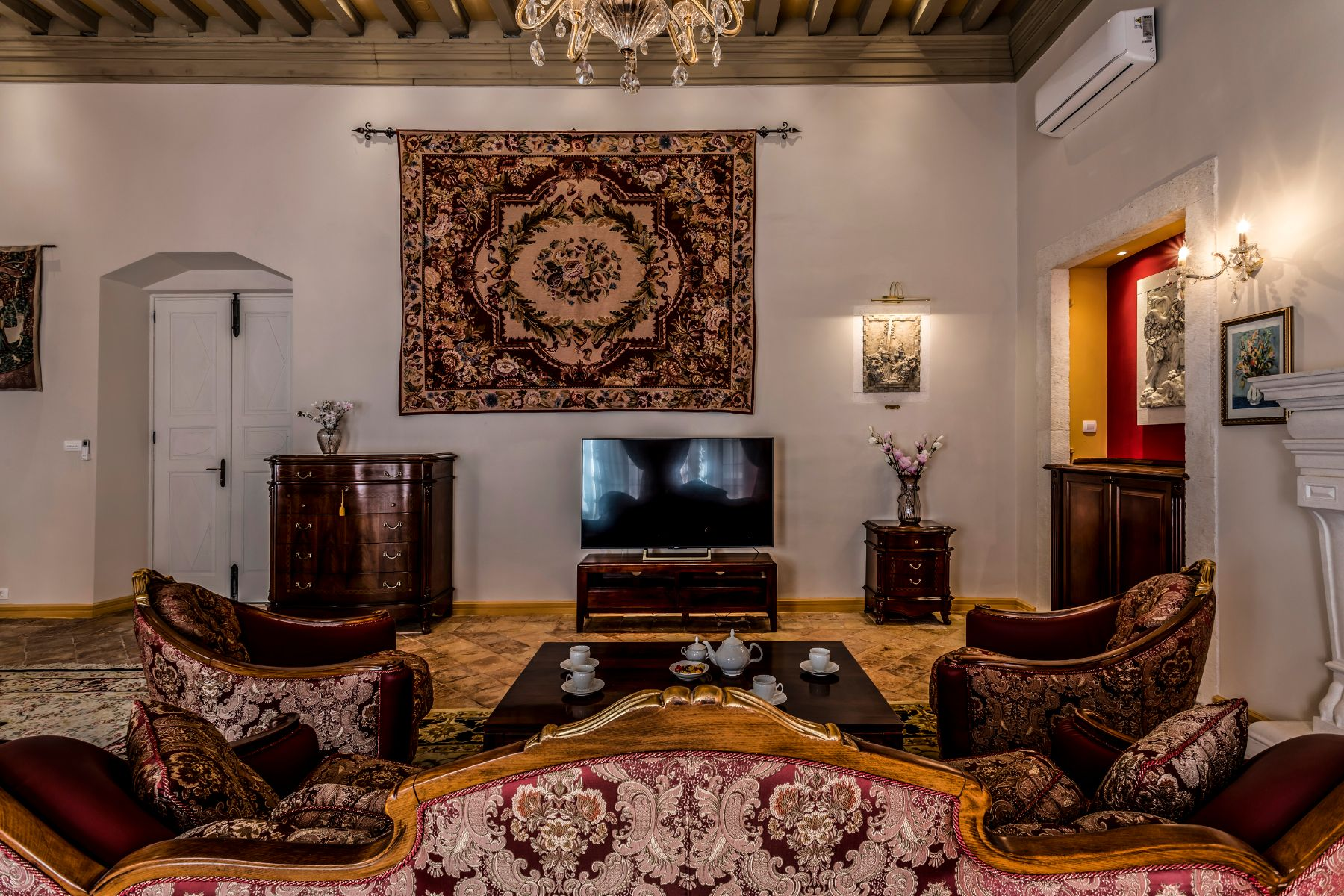 Majestic Palace Apartment in the Heart of Diocletian's Palace