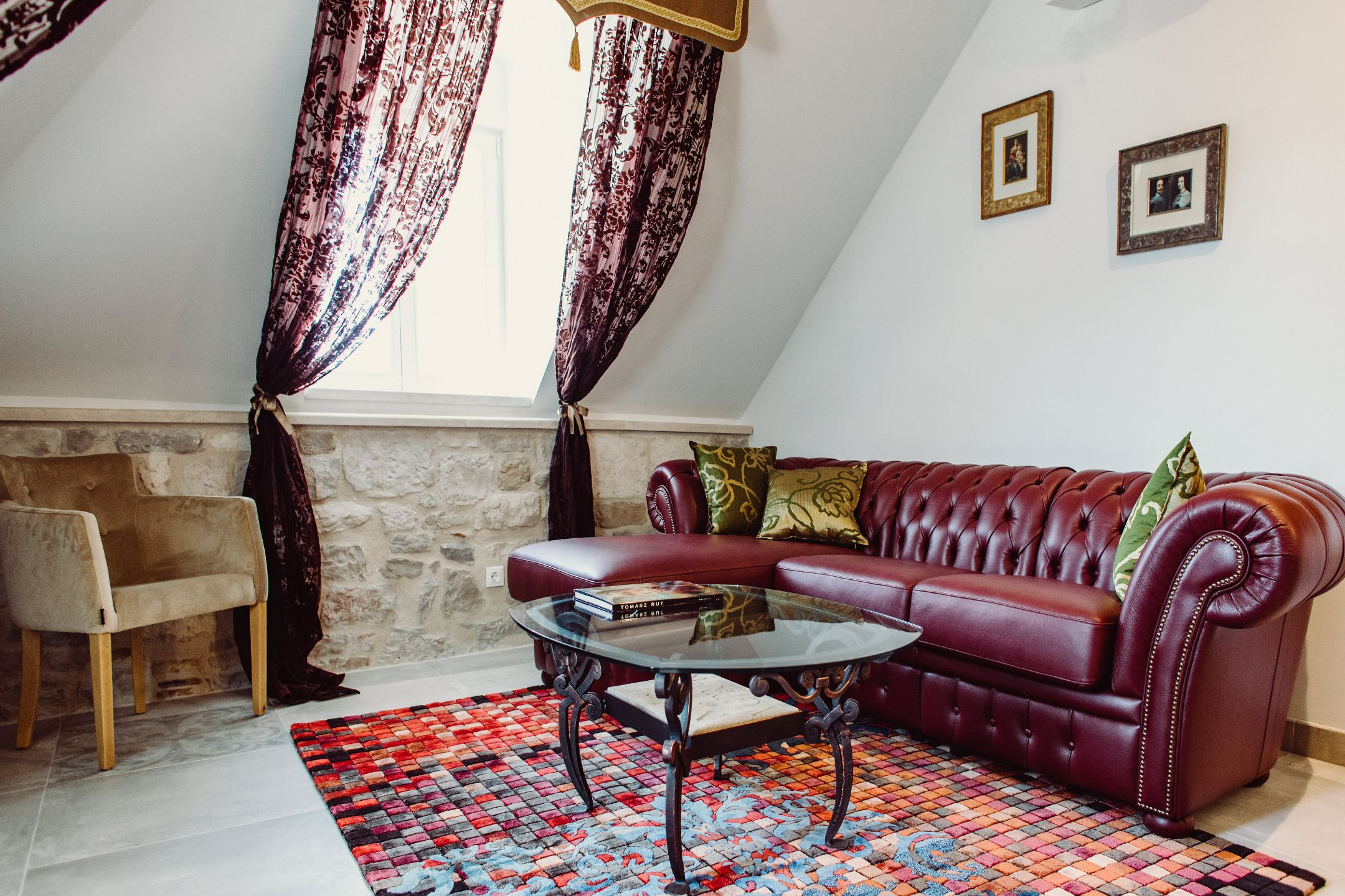 Majestic City Center Apartment with Authentic Decor on Palace Square