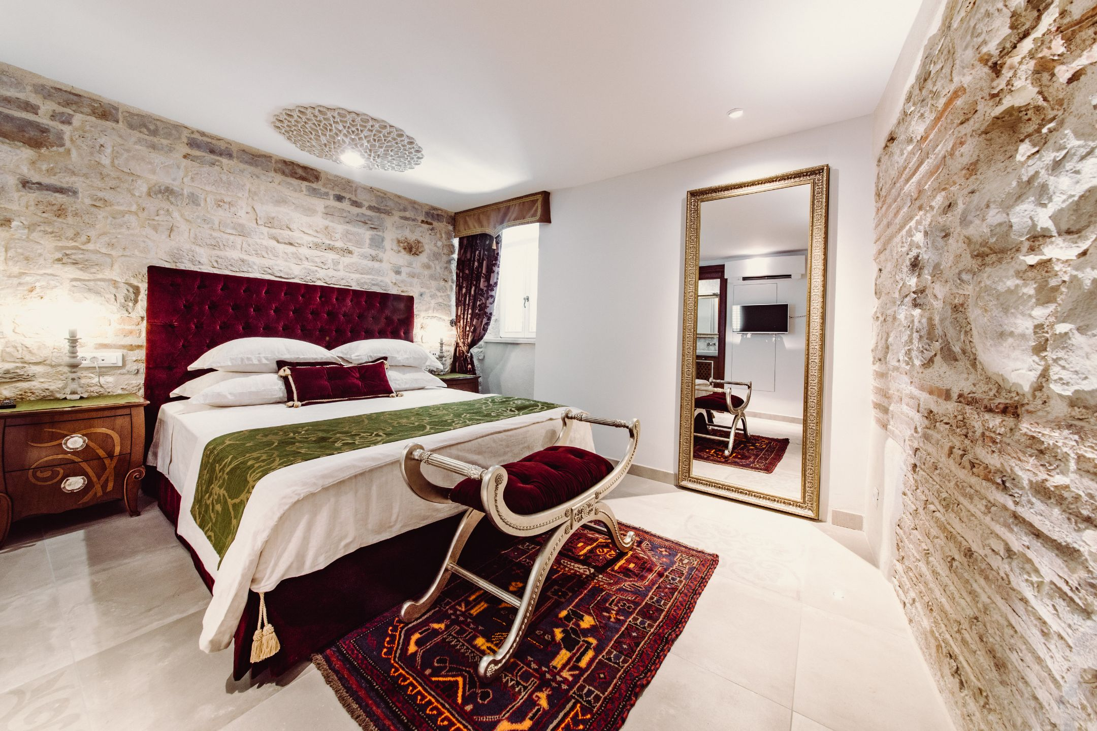 Property Image 2 - Luxury City Center Apartment with Authentic Decor on Palace Square