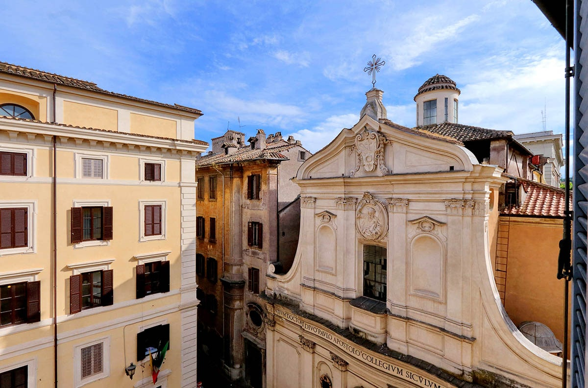 Elegant Two Bedroom Apartment in the Roman City Centre