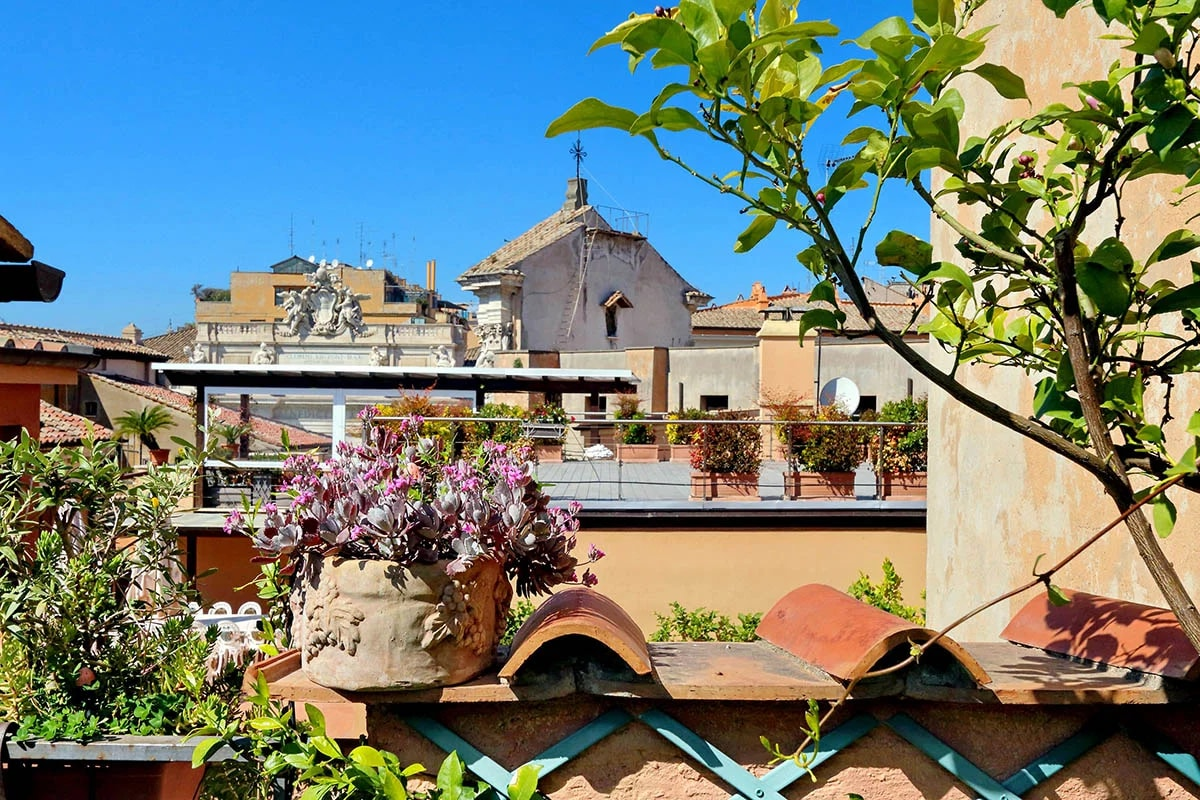 Property Image 2 - Lovely Terraced One Bed Apartment next to the Legendary Trevi Fountain
