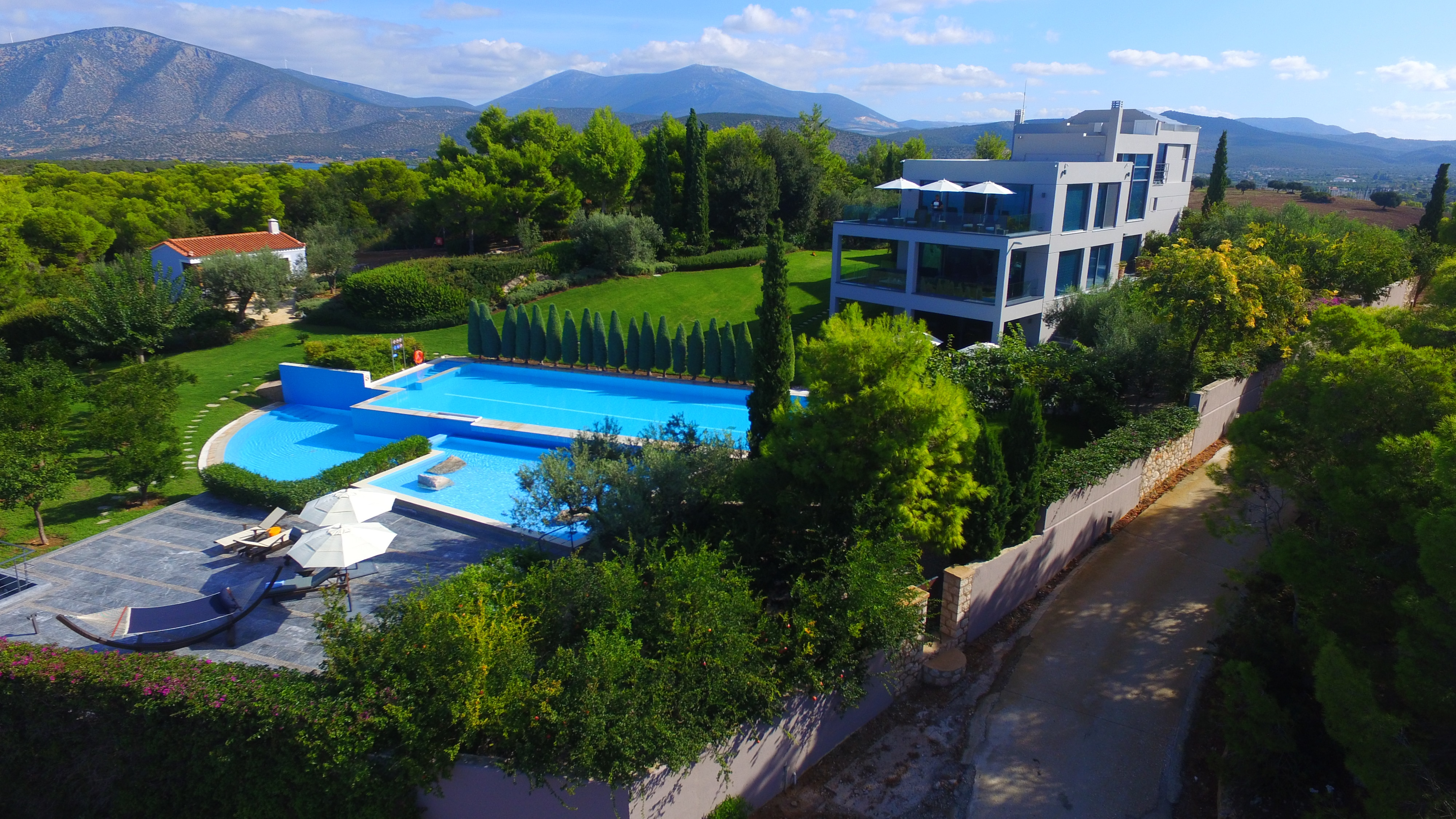Property Image 2 - Remarkable luxury Villa with private pool