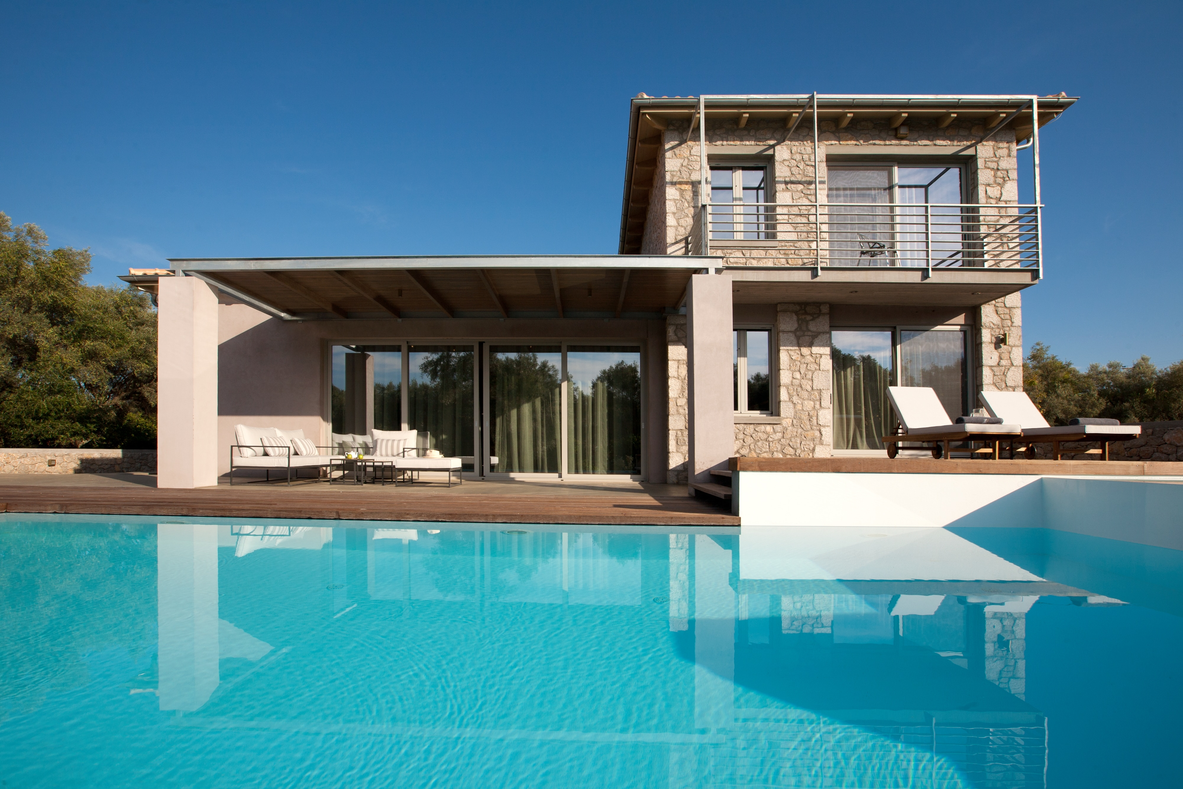 Property Image 2 - Elegant villa close to the beach with private pool