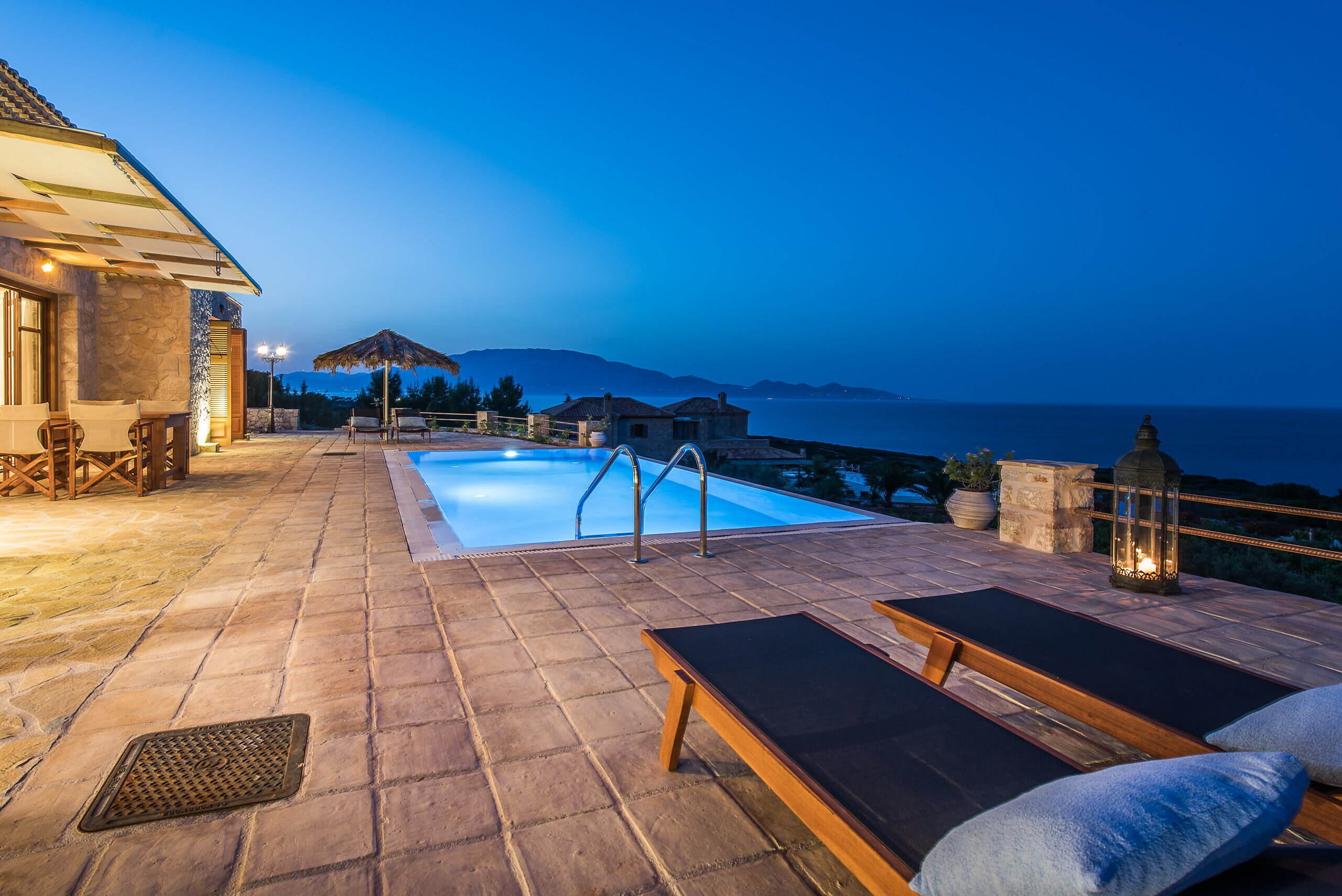 Luxurious villa with stunning views and pool