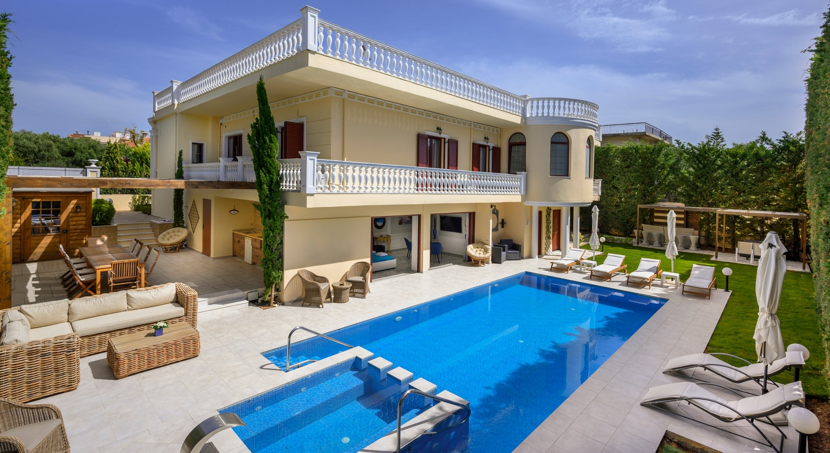 Property Image 1 - Luxury 6 bedroom villa with private pool