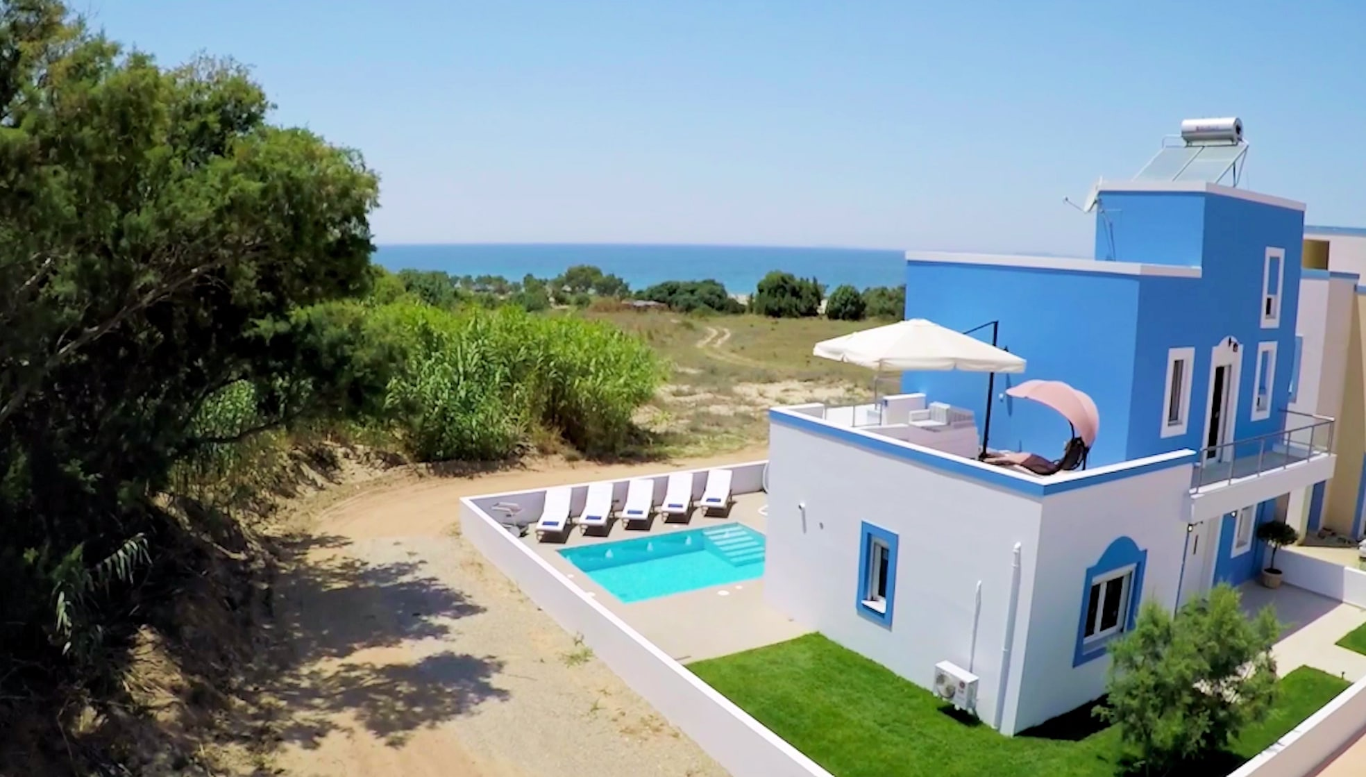 Property Image 1 - Delightful 3 bedroom beachfront villa with private pool