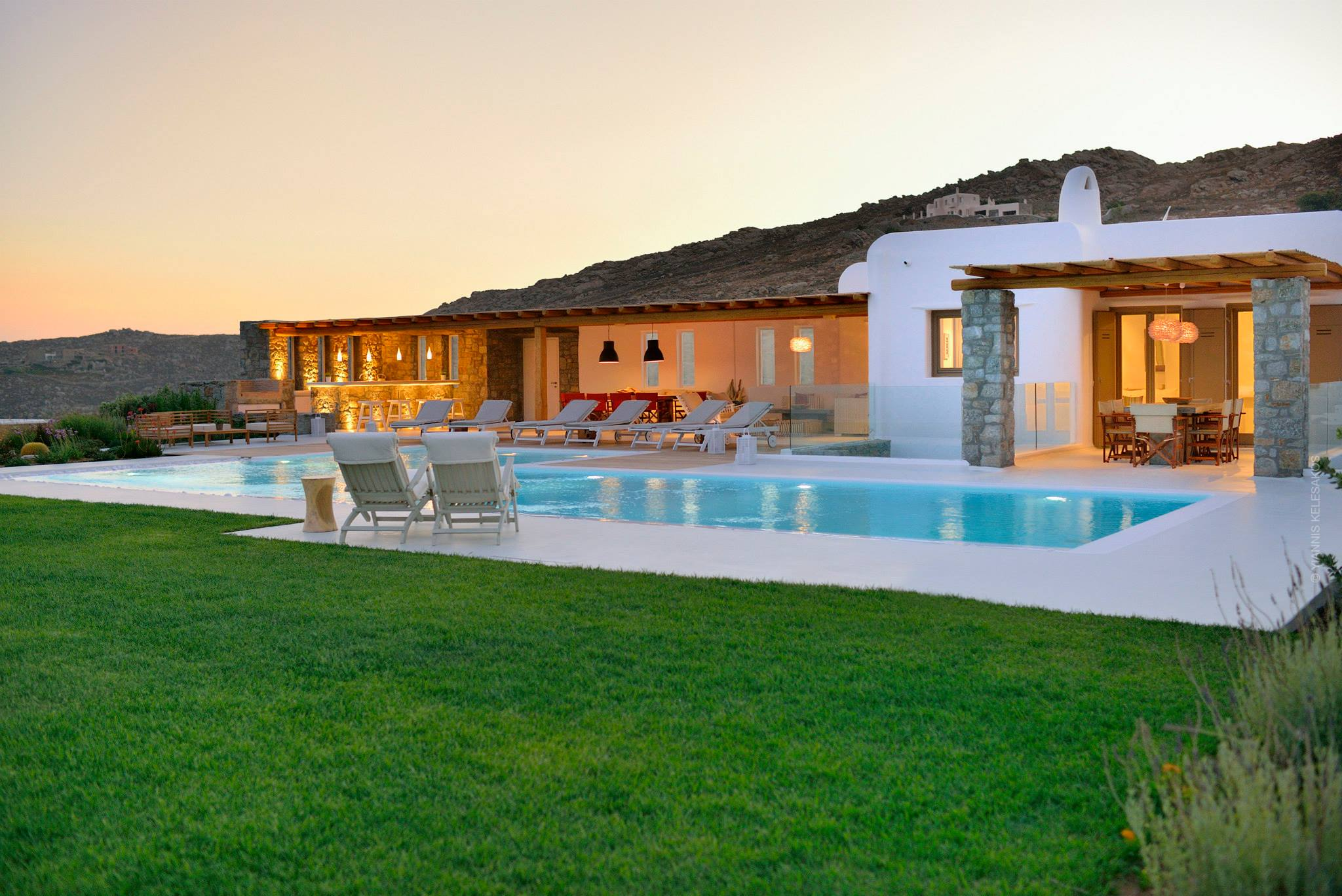 Luxury Villa with Large Pool close to Elia beach