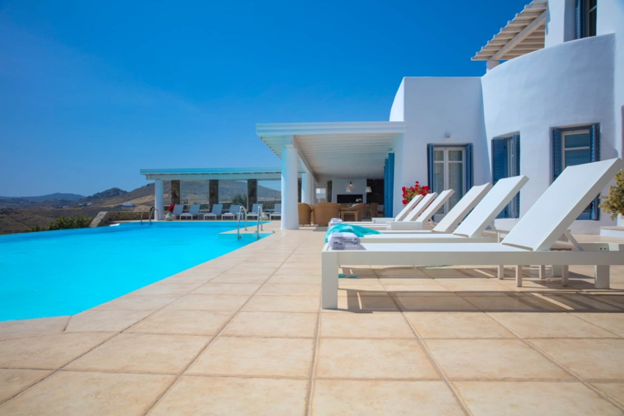 Property Image 1 - Stunning Villa with Infinity Pool, Jacuzzi and Private Gym