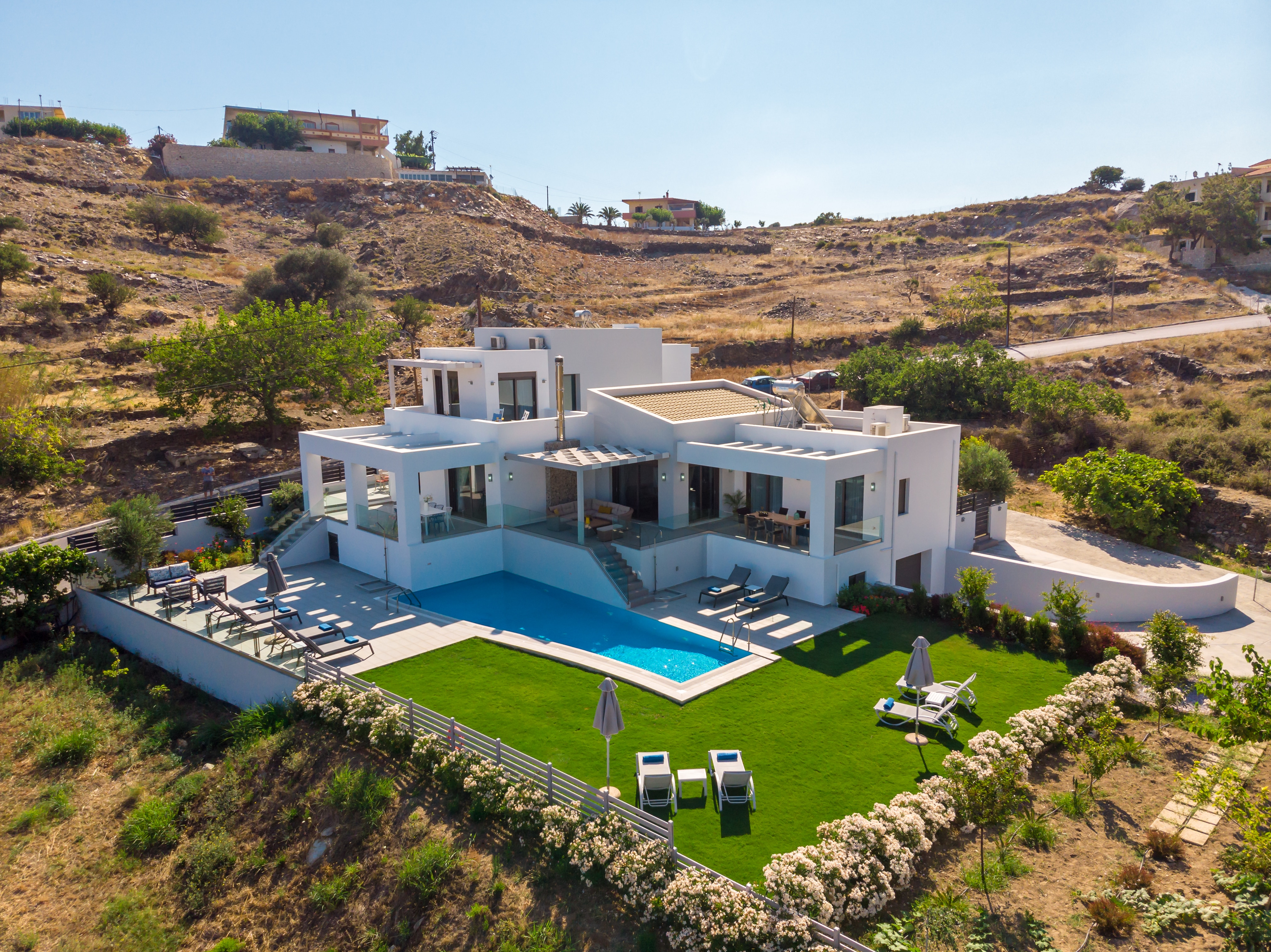 Luxury Modern Villa with Stunning Design & Close to the Sea