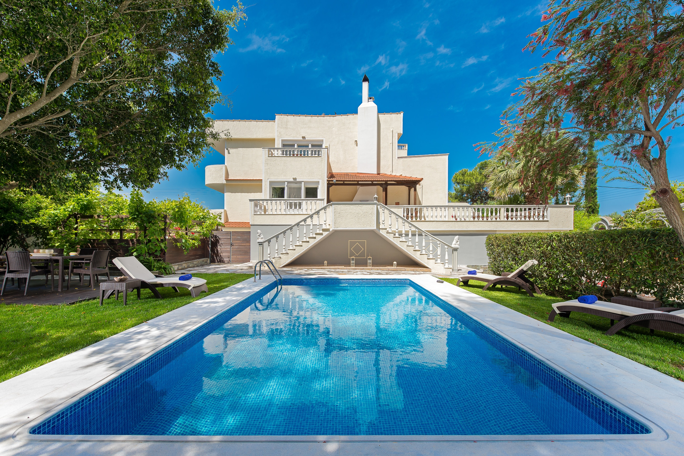 Property Image 1 - Luxurious villa with neoclassical and modern style