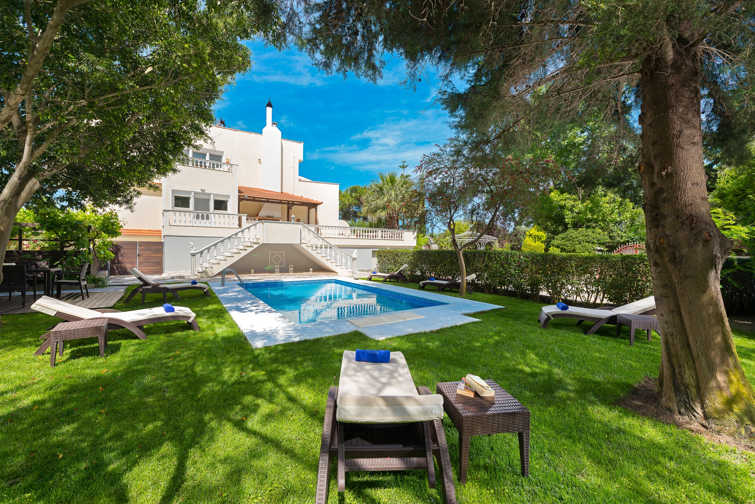 Property Image 2 - Luxurious villa with neoclassical and modern style