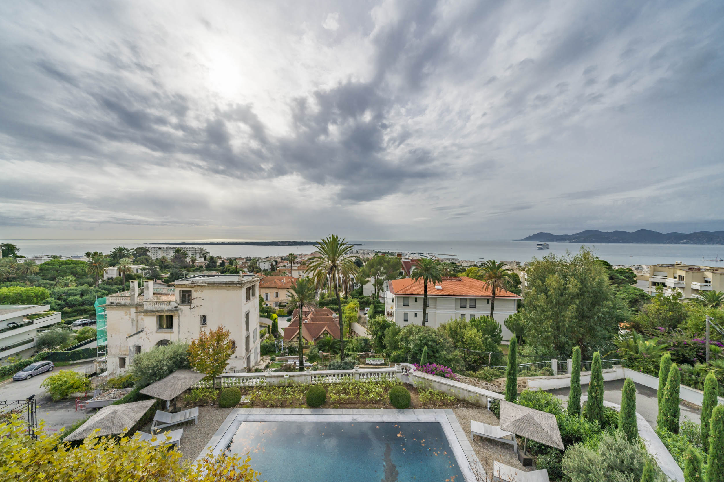 Estee Lauders former villa, 6 bedrooms located in the centre of Cannes only a short walk to the beach