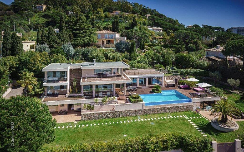 Modern 5 bedroom, 4 bathroom villa to rent in Cannes with sea views and care taker