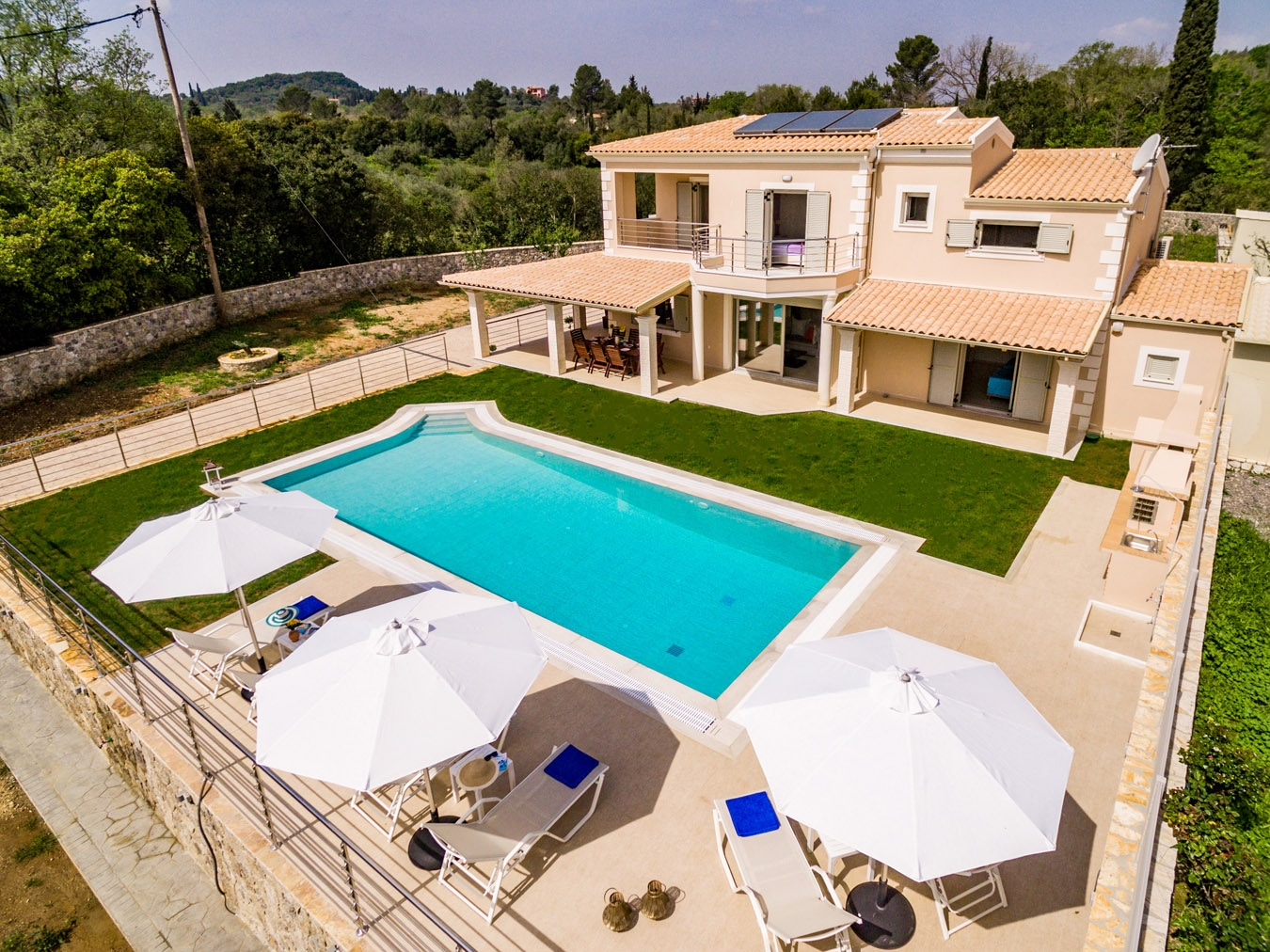 Cosy 4 bedroom family villa with private pool