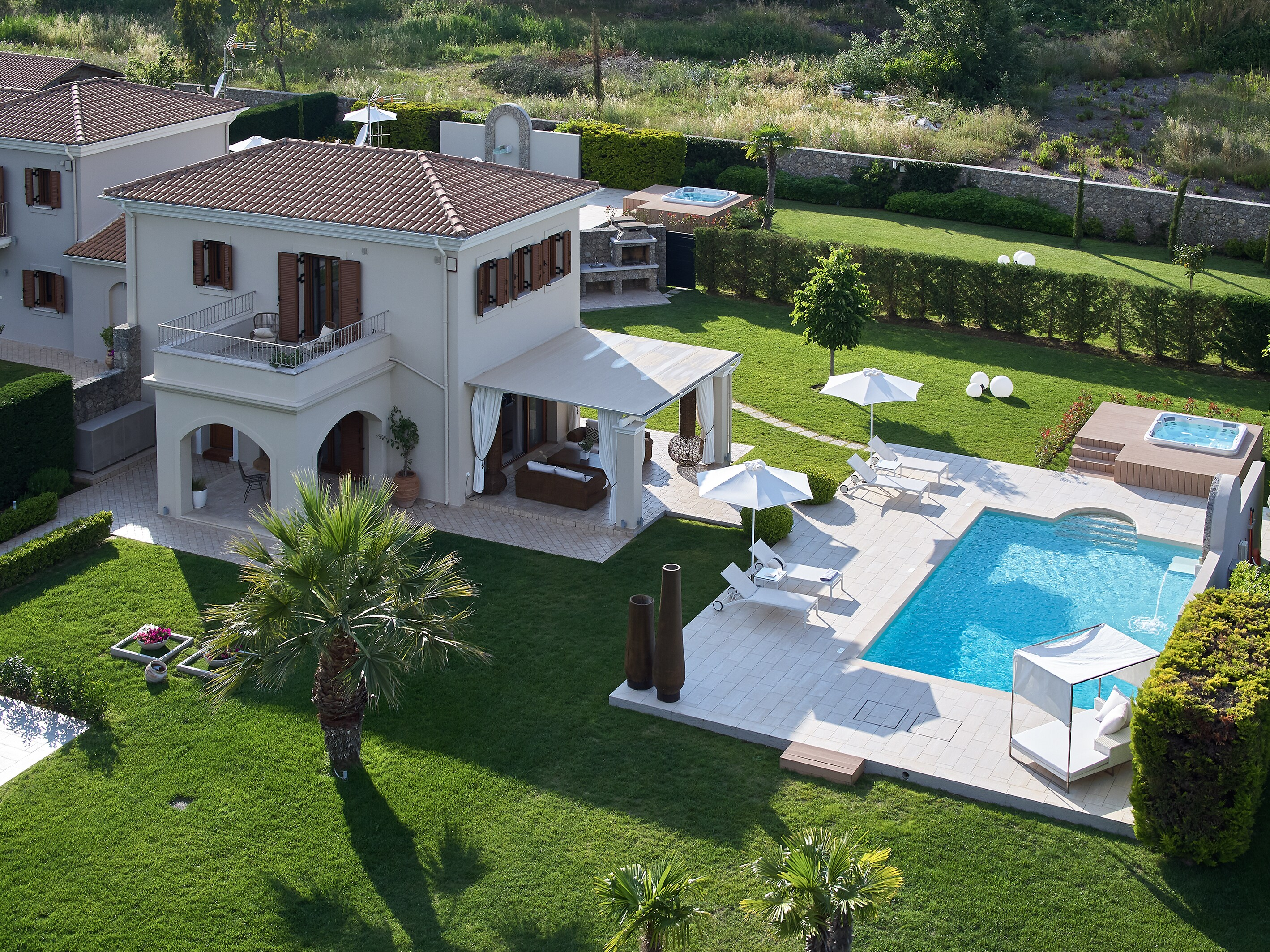 Modern 2 bedroom villa with private pool and Jacuzzi