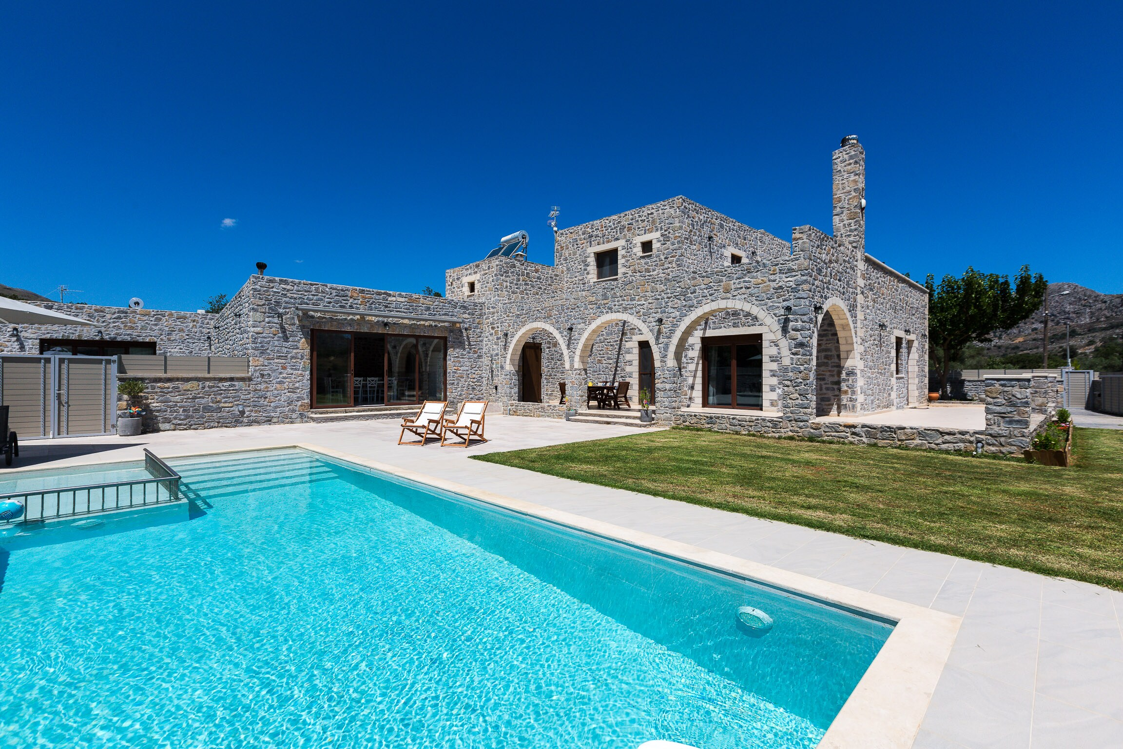 Idyllic Hideaway Villa with 40m2 Pool & Celestial Natural Views