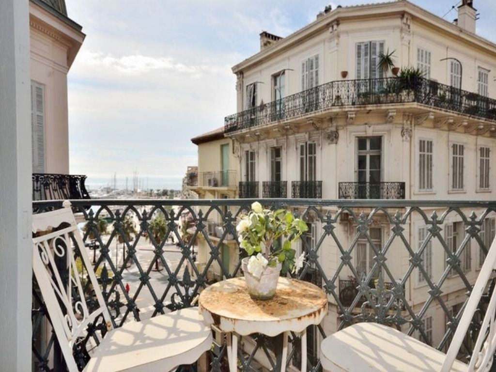 Property Image 2 - Traditional Apartment with Charming Balcony Near Famous Market