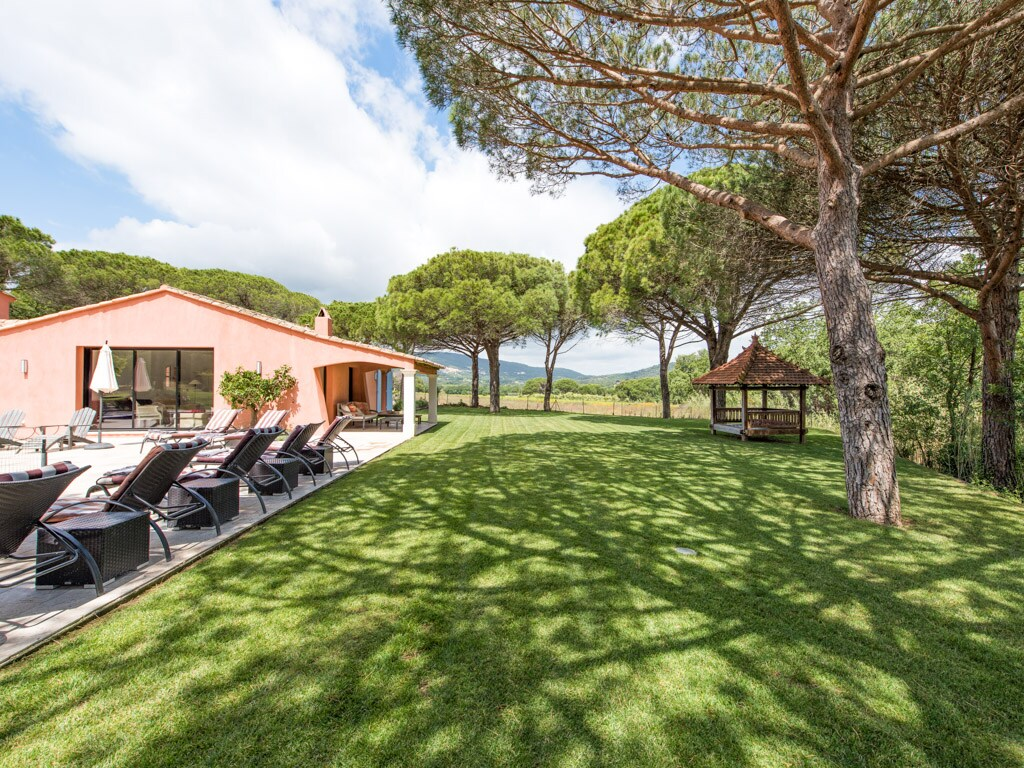 Property Image 2 - Charming Family Villa with Spacious Gardens Near Beaches