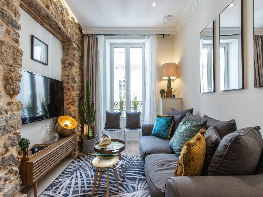 Property Image 1 - Vibrant Apartment on Fashionable Street in the Heart of Cannes