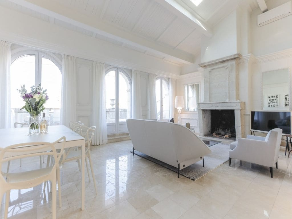 Property Image 2 - Spacious Bright Penthouse in Heart of Cannes with Terrace and City View