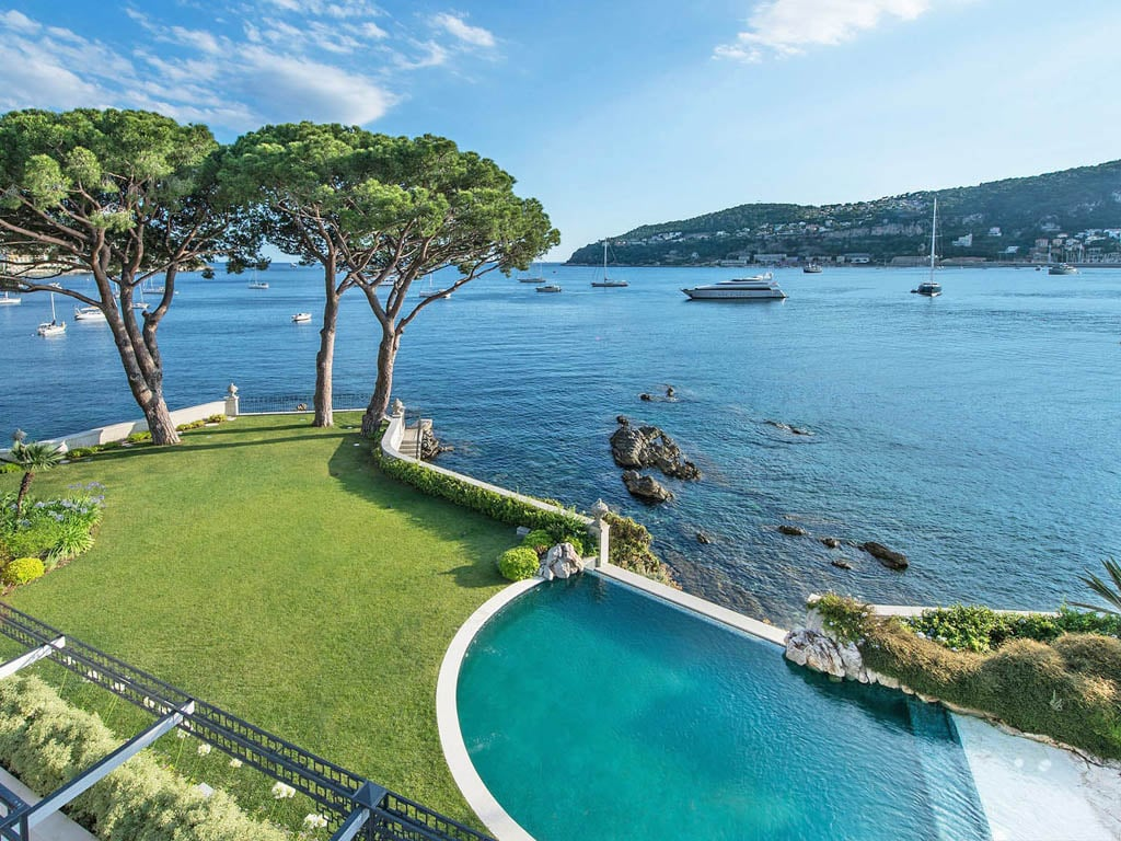Serviced Waterfront Villa with Infinity Pool & Fantastic Mediterranean Views