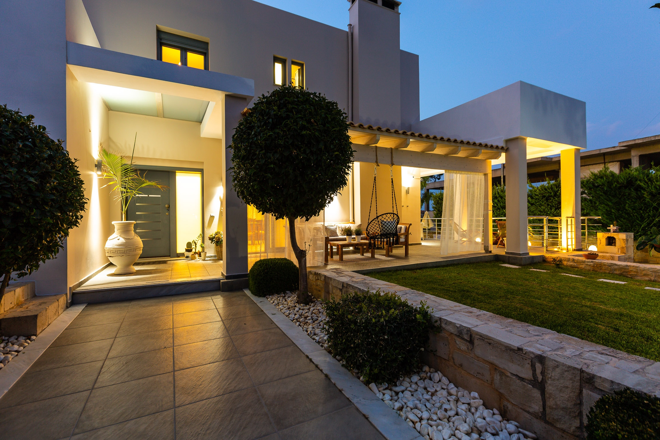 Exclusive Modern Villa with Private Pool within walking Distance to the Beach
