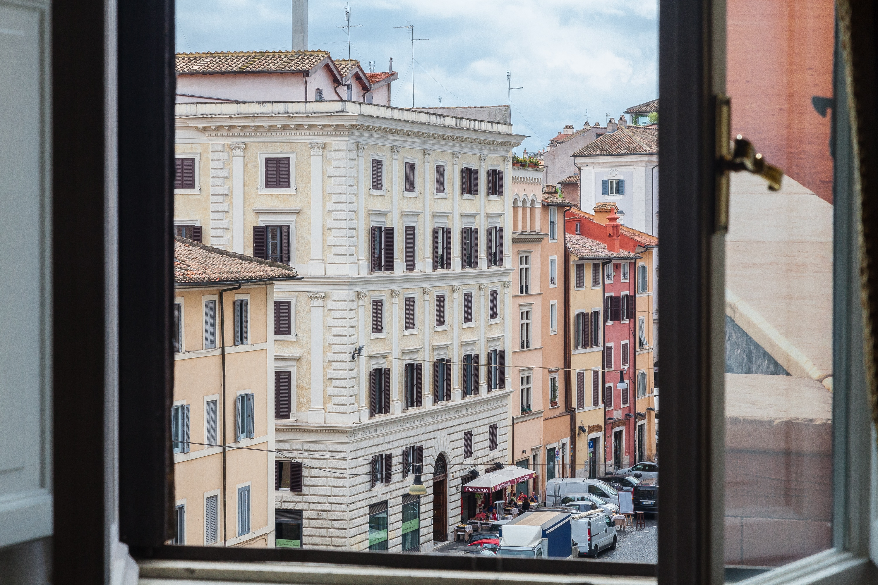 Tasteful Three Bedroom Apartment in Central Rome