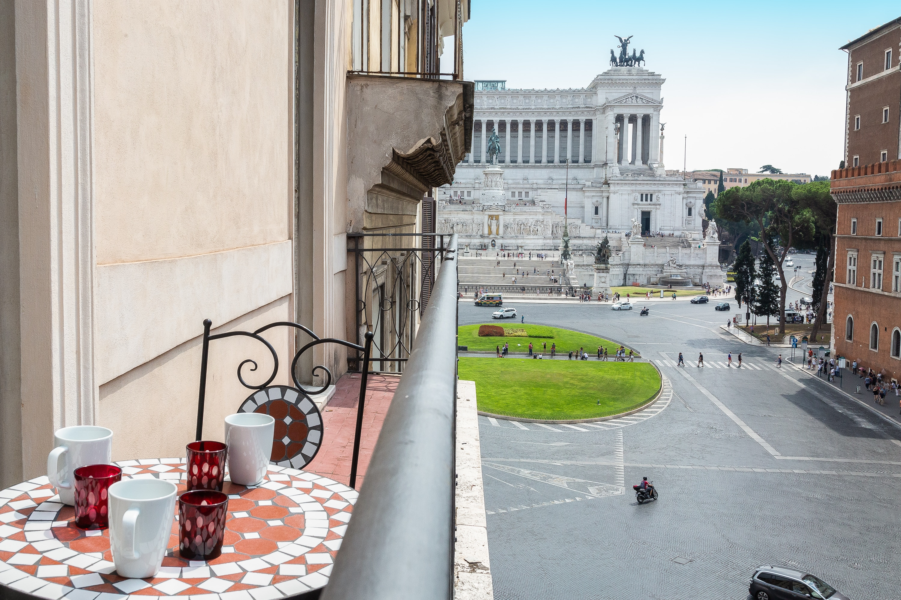 Classy One Bedroom Apartment with Balcony in Rome Downtown